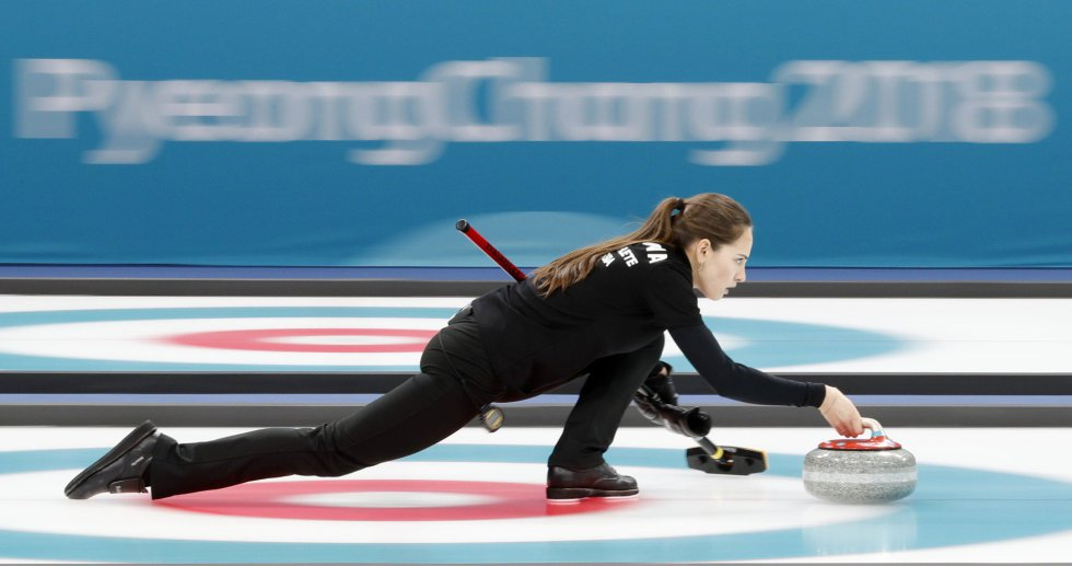 Anastasia Bryzgalova (Rússia) durante a semifinal de curling.