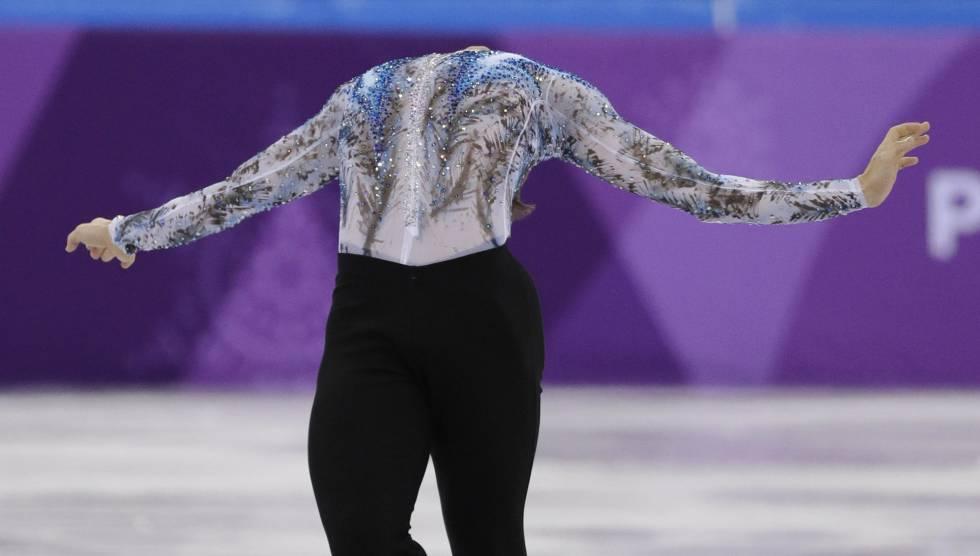 Adam Rippon, dos Estados Unidos, durante sua atuação na prova de estilo livre de patinação artística.