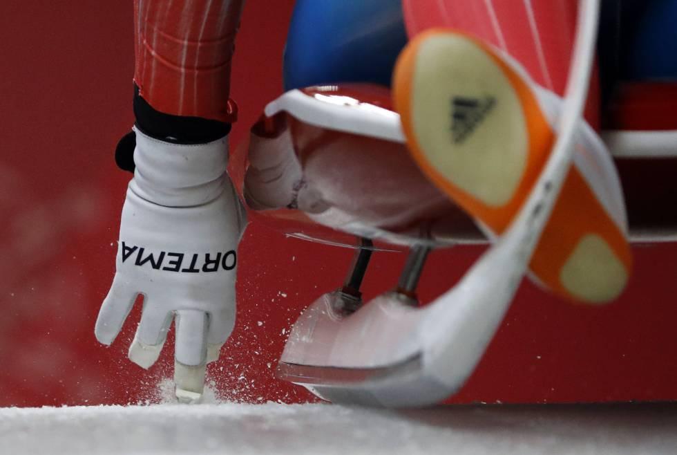 Emily Sweeney, dos Estados Unidos, no começo da segunda corrida de trenó feminino, nos Jogos Olímpicos de Inverno 2018.