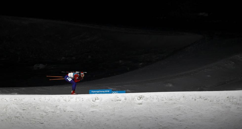 Lapshin Timofei, da Coreia do Sul, durante sua participação no biathlon masculino dos Jogos Olímpicos de Inverno 2018.