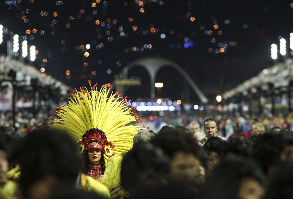 Vista del sambódromo de Río de Janeiro (Brasil) durante el desfile de los integrantes de la escuela de samba del Grupo Especial Sao Clemente, el 11 de febrero de 2018.