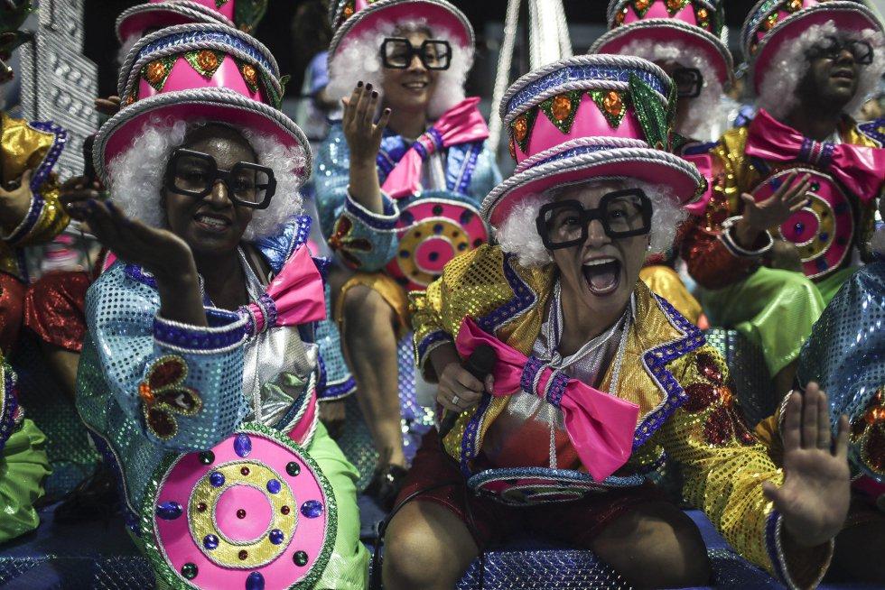 La escuela de samba del Grupo Especial Vila isabel en la celebración del carnaval en el sambódromo de Marques de Sapucaí en Río de Janeiro (Brasil), el 11 de febrero de 2018.rnrnrnrn