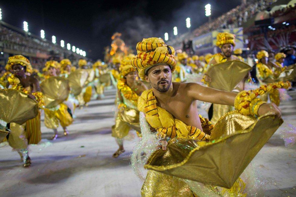 La escuela Paraiso do Tuiuti durante su desfile en el sambódromo de Río de Janeiro (Brasil), el 12 de febrero de 2018.
