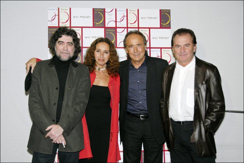 Sabina pertenece a una de las grandes generaciones de la música española de la que forman parte otros artistas como los que aparecen esta imagen junto a él. De izquierda a derecha: Joaquín Sabina, Ana Belén, Joan Manuel Serrat y Victor Manuel.