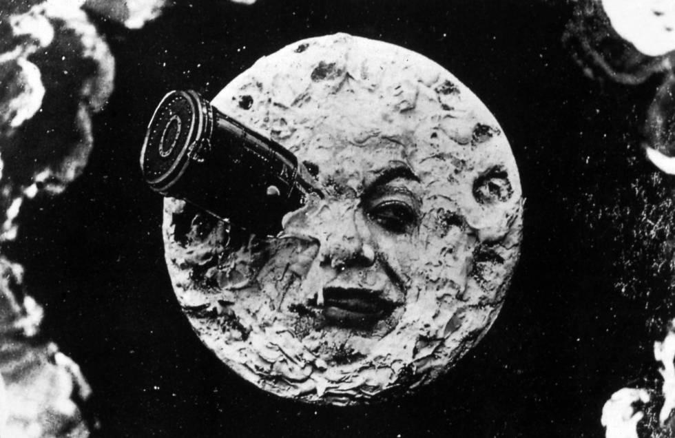 Maniquí al volante rumbo a la luna