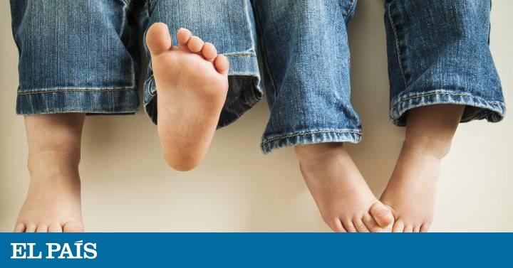 4ecda677 Andar descalzo, tipo de calzado y otros mitos en torno a los pies de los  niños | Mamás y Papás | EL PAÍS