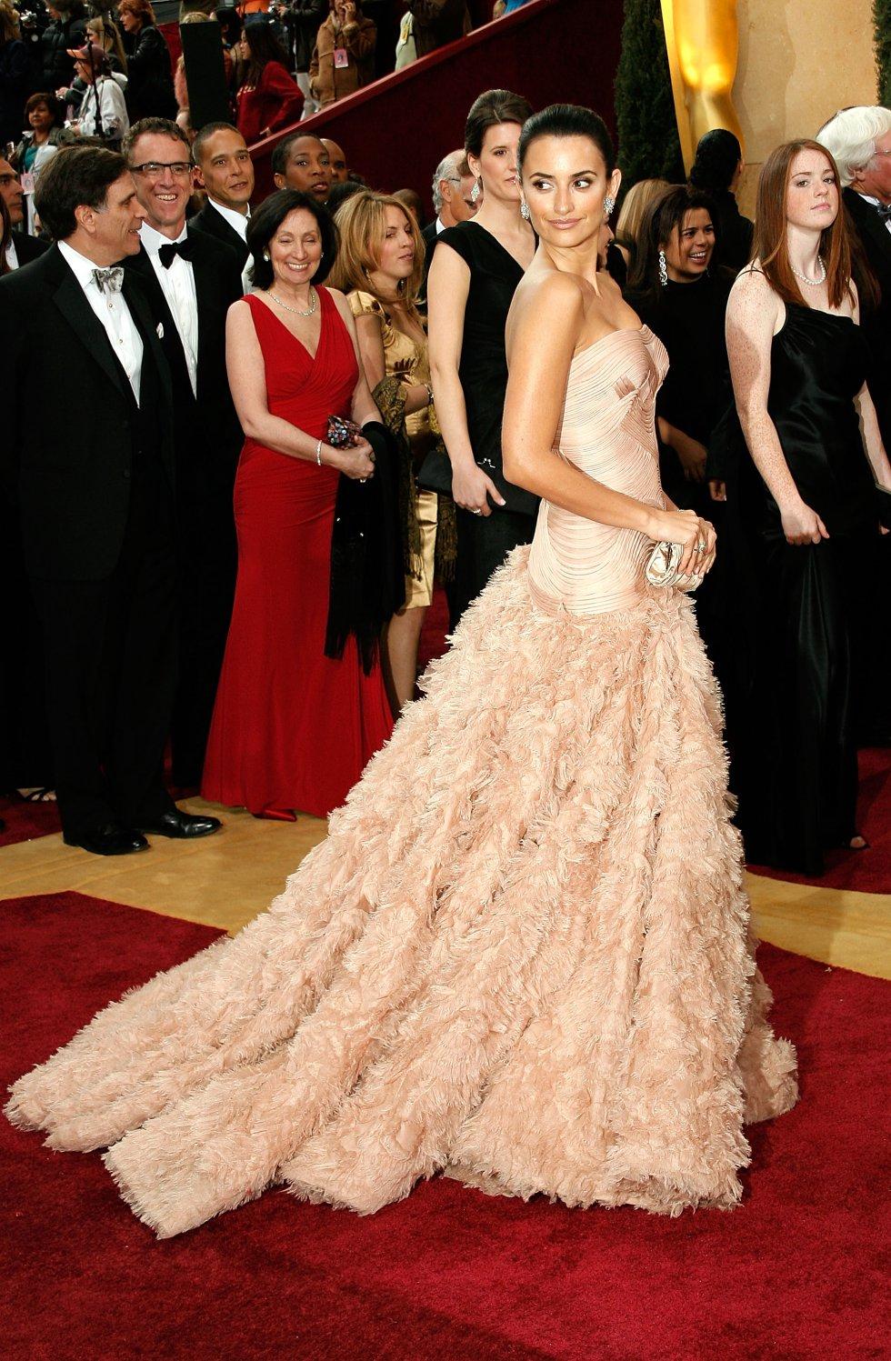 La española Penélope Cruz, en la gala de los Oscar de 2007 con un diseño de Versace.