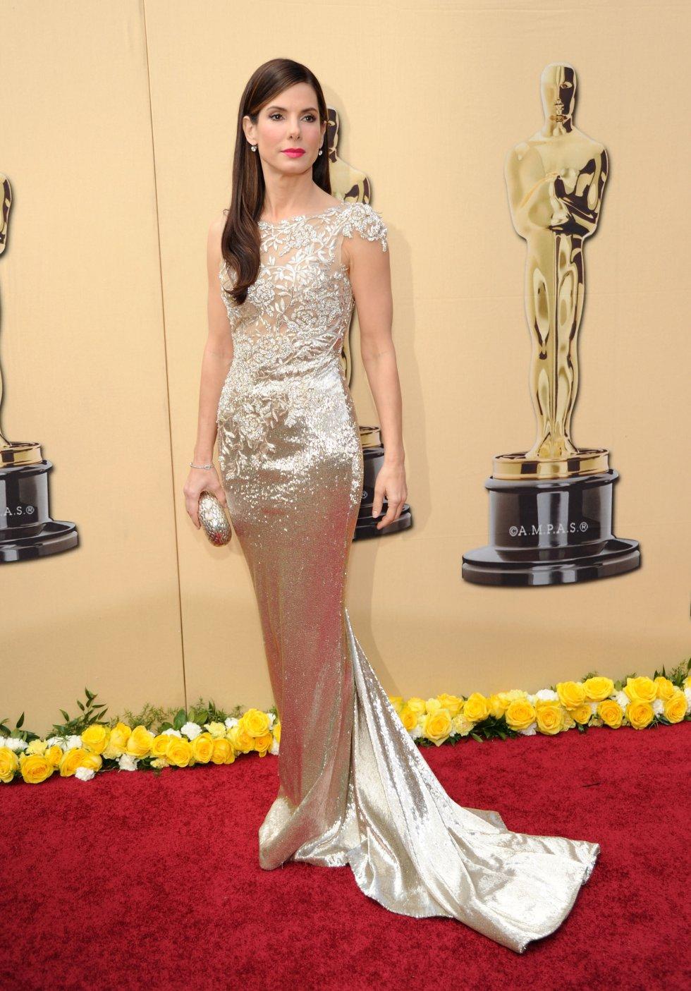 Sandra Bullock en 2010, año que se llevó el Oscar a mejor actriz por la película 'Un sueño posible', con un diseño de Marchesa.
