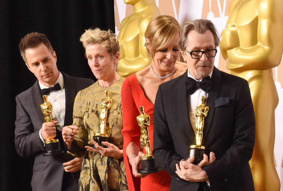 La actriz Frances McDormand (2i), junto a Sam Rockwell (i), Allison Janney (2d) y Gary Oldman, durante el photocall de los Oscar.
