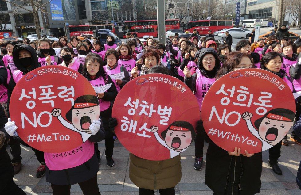 Centenares de mujeres acuden a una protesta por el Día Internacional de la Mujer, en Seúl (Corea del Sur). rnrn