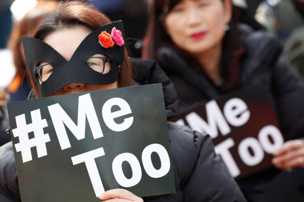 Mujeres filipinas participan en una manifestación para conmemorar el Día Internacional de la Mujer en Manila, (Filipinas).