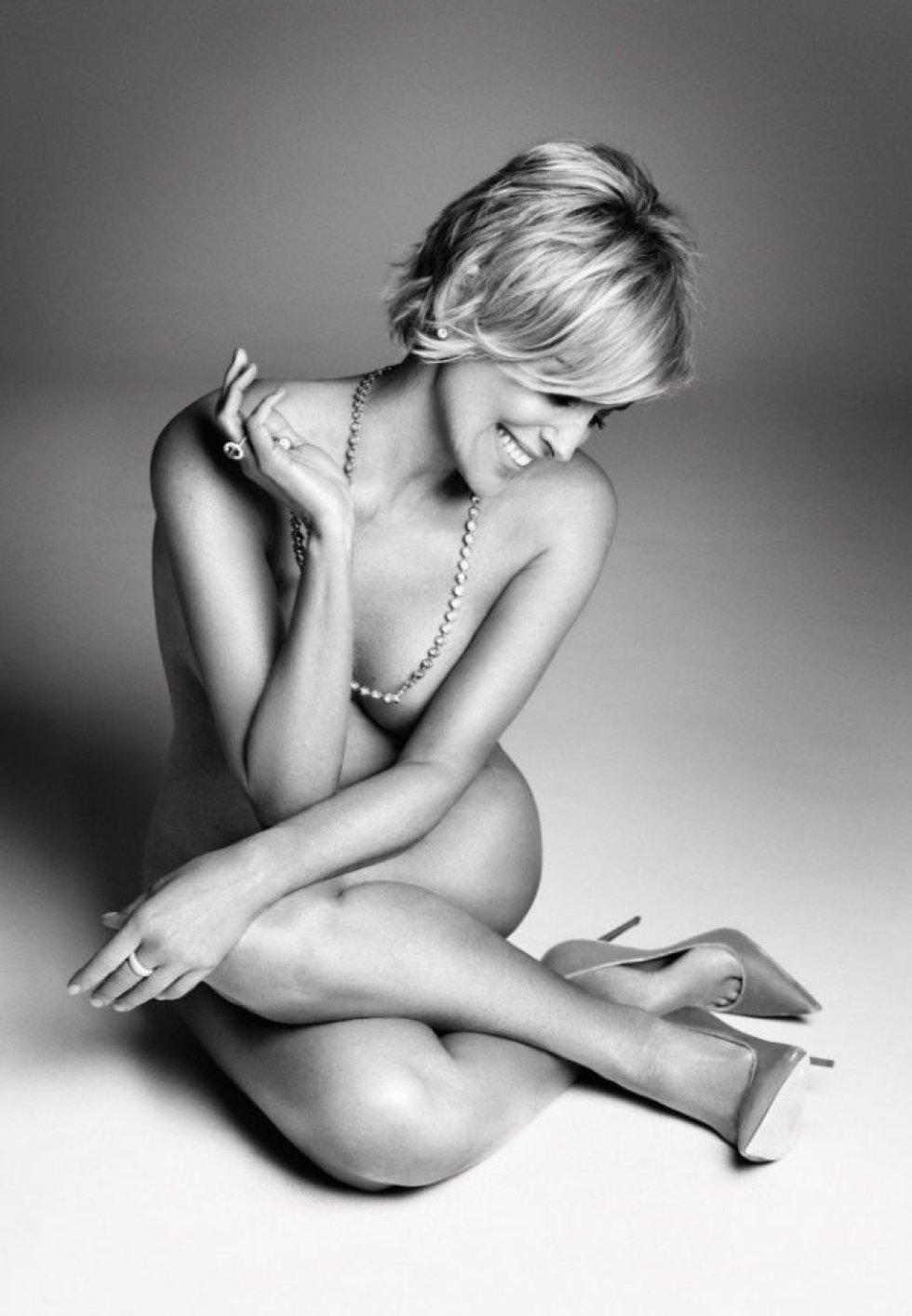 Su preocupación por tener un físico sano y joven es tan conocida que en Estados Unidos han acuñado el término 'síndrome Sharon Stone' para definir a una persona que invierte horas y horas en hacer ejercicio físico. Sus esfuerzos le han servido para lucir un cuerpo así de joven y hacer desnudos como el que retrató la revista 'Harper's Bazaar' en agosto de 2016.