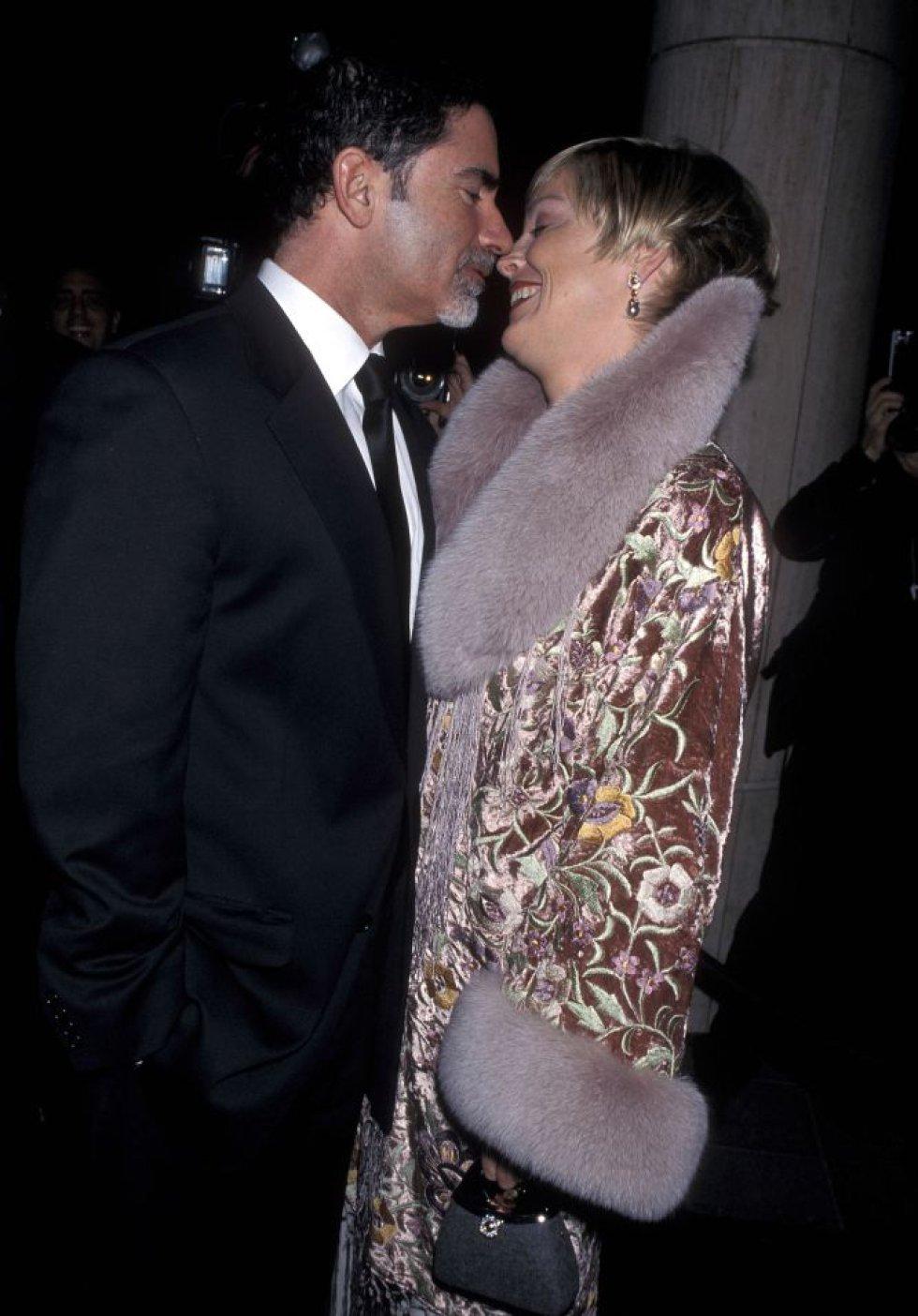 En cuanto a su vida amorosa la actriz siempre ha sido muy celosa de su intimidad y se conocen pocos datos sobre su vida privada. Stone estuvo casada por primera vez entre 1984 y 1987 con Michael Greenburg y en 1998 se volvió a casar, esta vez con el editor Phil Bronstein, con quien adoptó a su primer hijo, Roan Joseph.