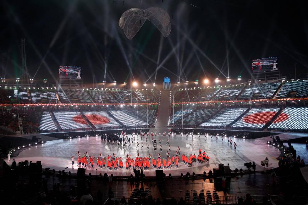 Desfile de la delegación de Japón durante la ceremonia de apertura de los Juegos Paralímpicos de Pyeongchang 2018, el 9 de marzo de 2018.