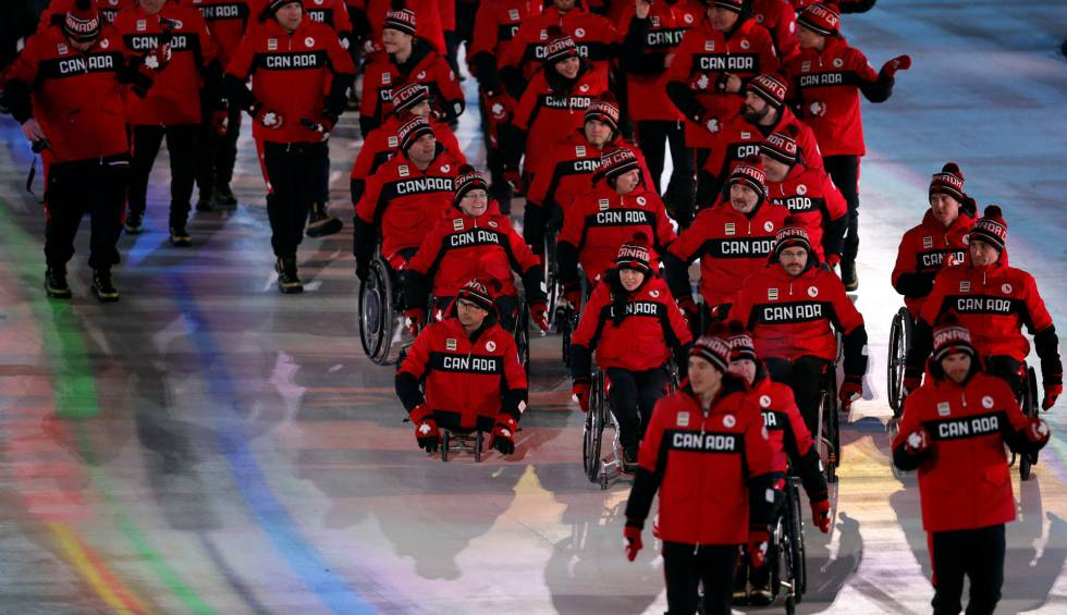 La delegación canadiense durante el desfile inaugural de los Juegos Paralímpicos de Pyeongchang 2018, el 9 de marzo de 2018.