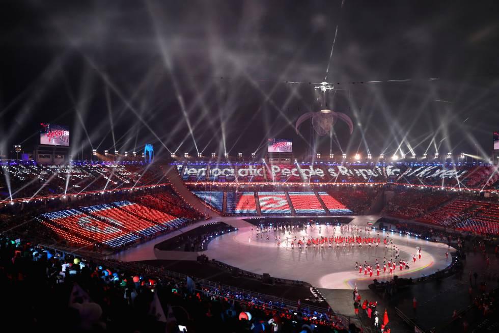 Atletas de Corea del Norte desfilan durante la ceremonia de apertura de los Juegos Paralímpicos de Pyeongchang 2018, el 9 de marzo de 2018.