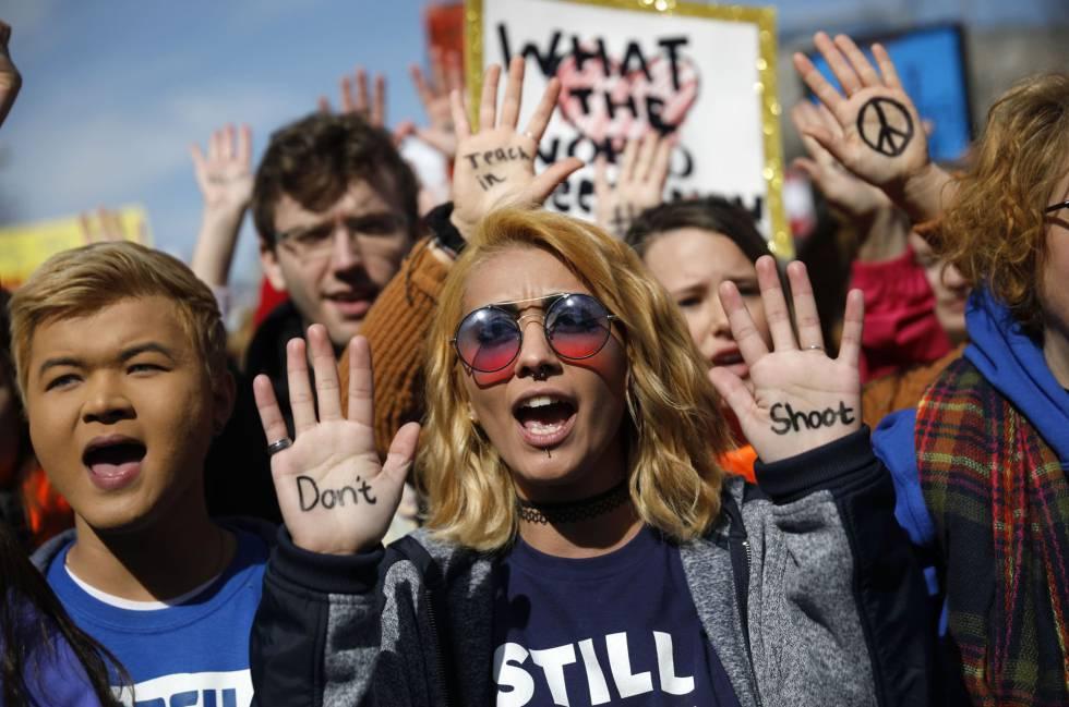 Un grupo de jóvenes durante la protesta en Washington.
