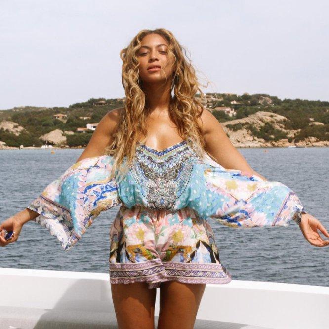 Beyoncé, de vacaciones sin maquillaje.