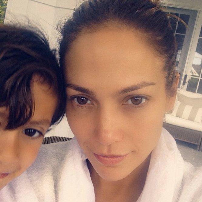 Jennifer Lopez suele compartir con sus más de 52 millones de seguidores sus redes sociales imágenes familiares. Y, entre ellas, la cantante y actriz muestra algunas con su faceta más natural.