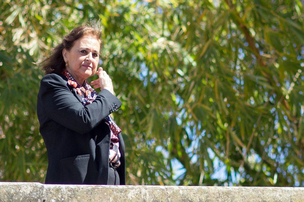 Carmen Tello, esposa de Curro Romero, y gran amiga de la fallecida duquesa de Alba, en una procesión en Sevilla.