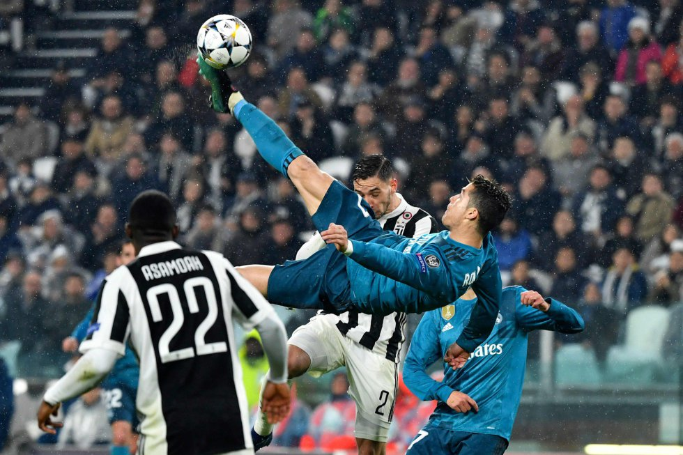 """""""La Gazzetta dello Sport"""" sale este miércoles con un """"CR WOW"""", para destacar que """"el Juventus ha sido superado por el Real y por un marciano"""", referido a Cristiano, que lleva 14 goles en esta Champions y que marcó en los nueve partidos disputados."""