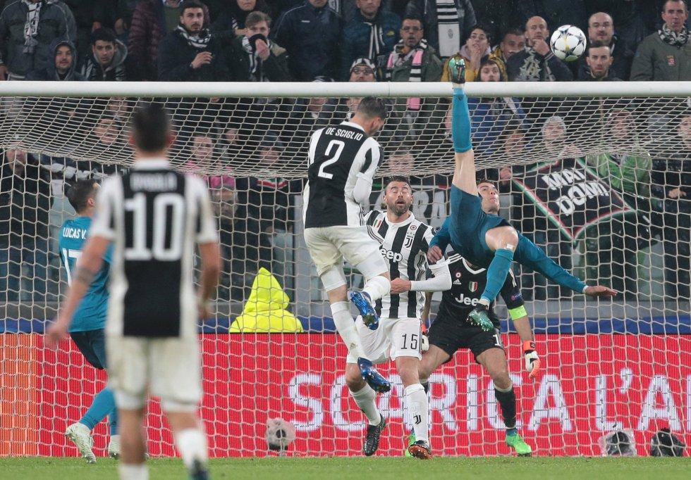 Cristiano Ronaldo marca de chilena frente a la Juve en la ida de los cuartos de final de Champions y la prensa italiana se rinde ante el luso.