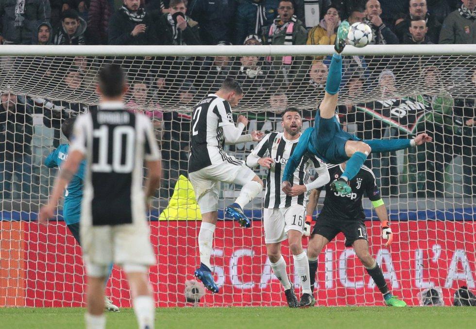 """También subrayan la ovación que la afición del Juventus Stadium dedicó a Cristiano tras esa jugada y las palabras del capitán """"bianconero"""" Gianluigi Buffon, quien comparó al portugués con el brasileño Edson Arantes do Nascimento 'Pelé' o el argentino Diego Maradona."""