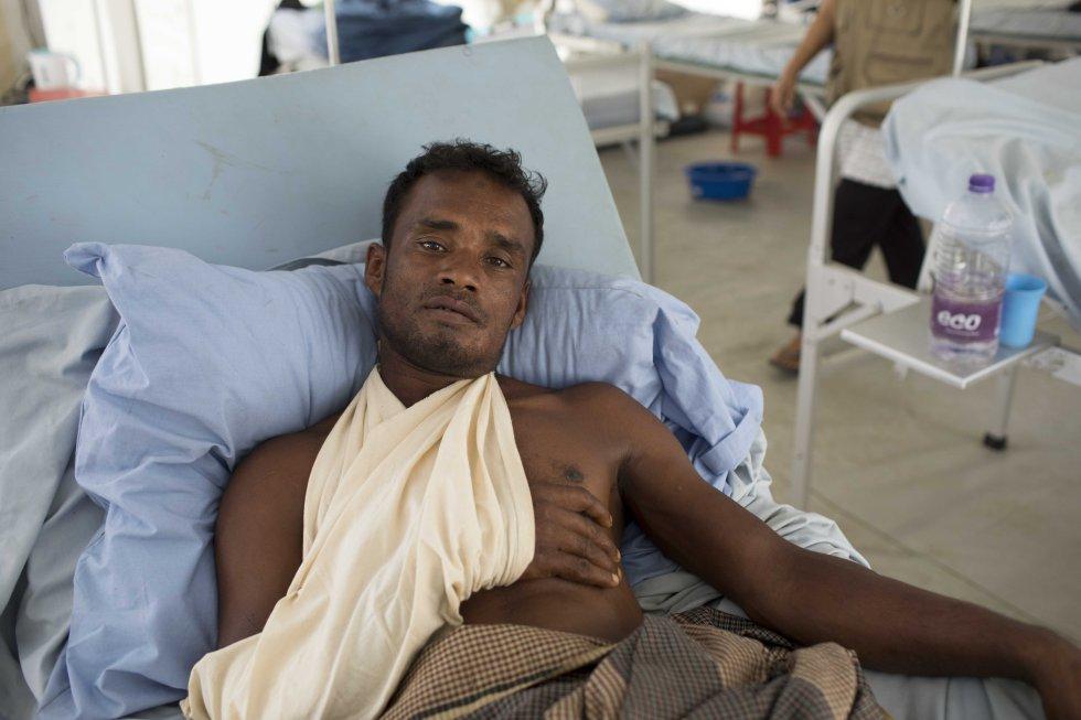 Un paciente en el hospital que gestiona la Cruz Roja en Kutipalong. Es el único que puede hacer cirugía mayor 24 horas al día 12 días a la semana. Un ruso es el único cirujano que tiene en este momento. Hay también un centenar de dispensarios.
