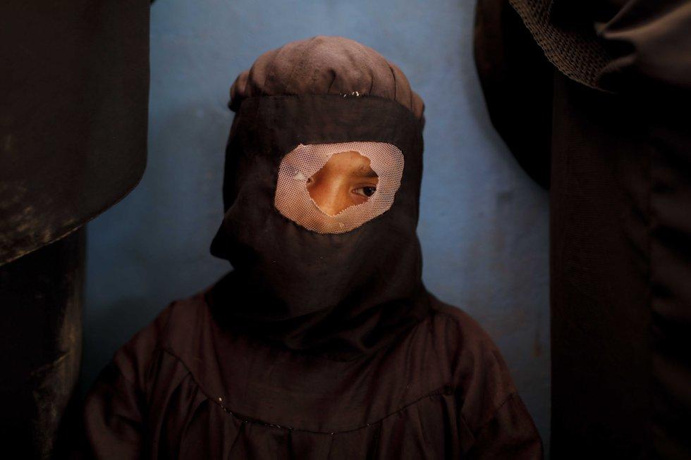 Una refugiada rohinyá en un campo de refugiados de Bangladés. Buena parte de las mujeres de esta minoría musulmana visten el niqab, que solo deja a la vista los ojos.