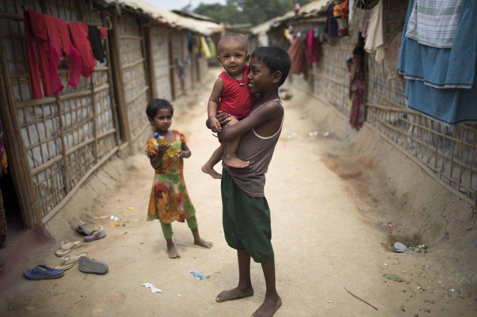 El 55% de los 700.000 refugiados que han llegado desde Myanmar a Bangladés son menores. Solo un 3% son ancianos.