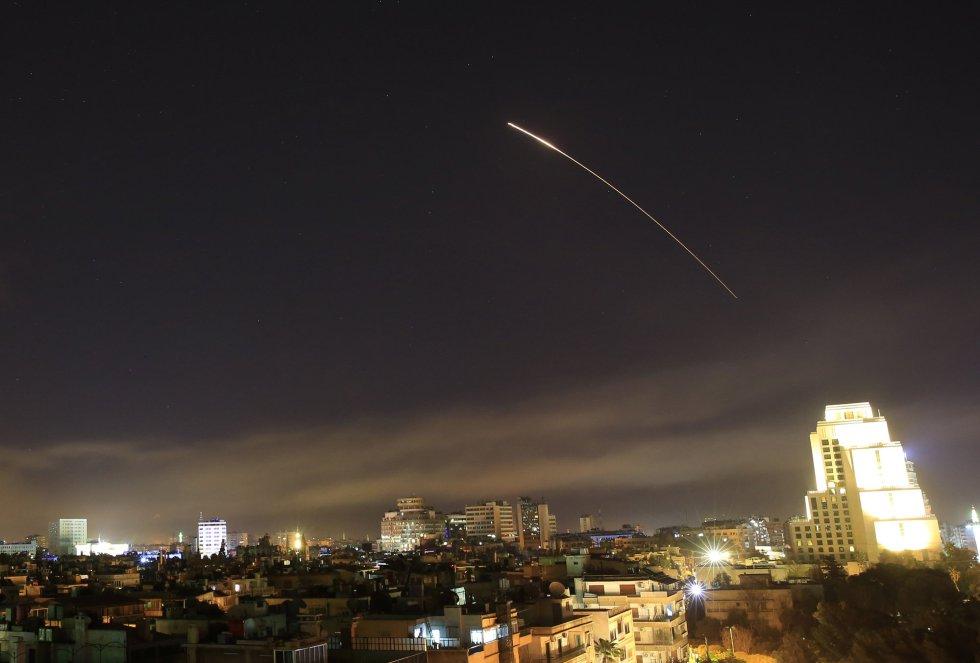 Los ataques occidentales golpearon un centro de investigación militar que también servía como depósito en la provincia de Homs, en el centro de Siria