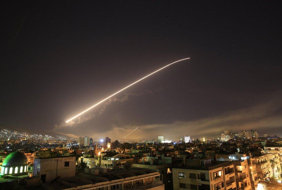 """El primero de los ataques, ocurrido cerca de Damasco, tuvo como objetivo un centro de investigación científico utilizado, según el jefe del Estado Mayor Conjunto de EE UU, general Joseph Dunford, para """"la investigación, desarrollo, producción y pruebas de armas químicas y biológicas""""."""