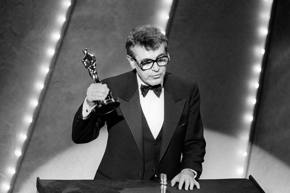 Milos Forman recoge el Oscar por la película 'Amadeus', en 1985.rn
