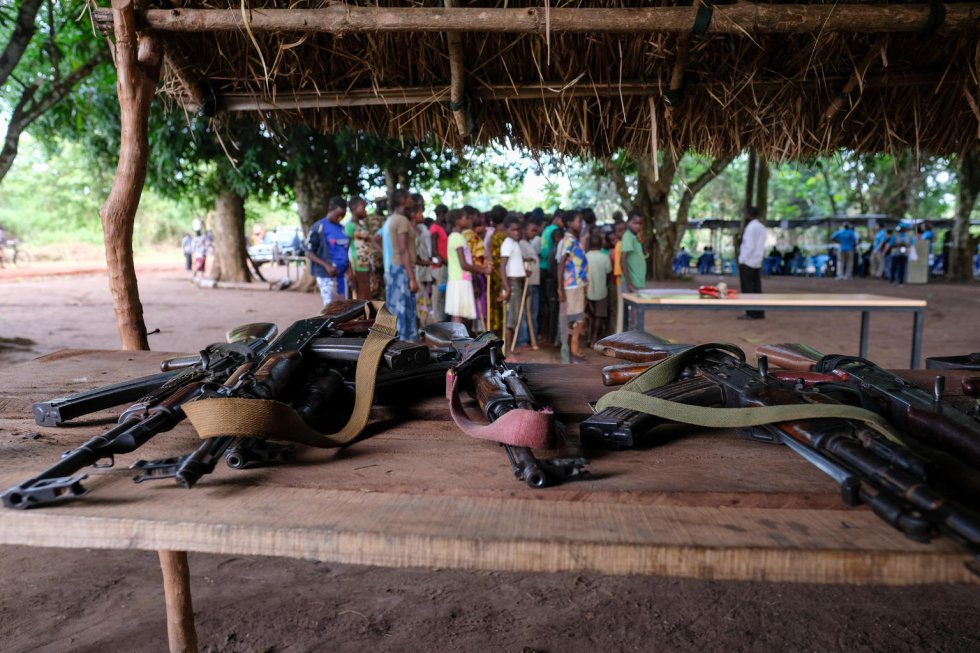 Durante la ceremonia de reintegración, los niños -de edades comprendidas entre los 11 y 17 años- entregaron sus armas y uniformes. Unicef estima que aún hay 19.000 menores soldados en Sudán del Sur. Después de la liberación, estos reciben formación profesional, ya que ser capaces de mantenerse económicamente puede ser un factor clave para que no vuelvan a asociarse con grupos armados.
