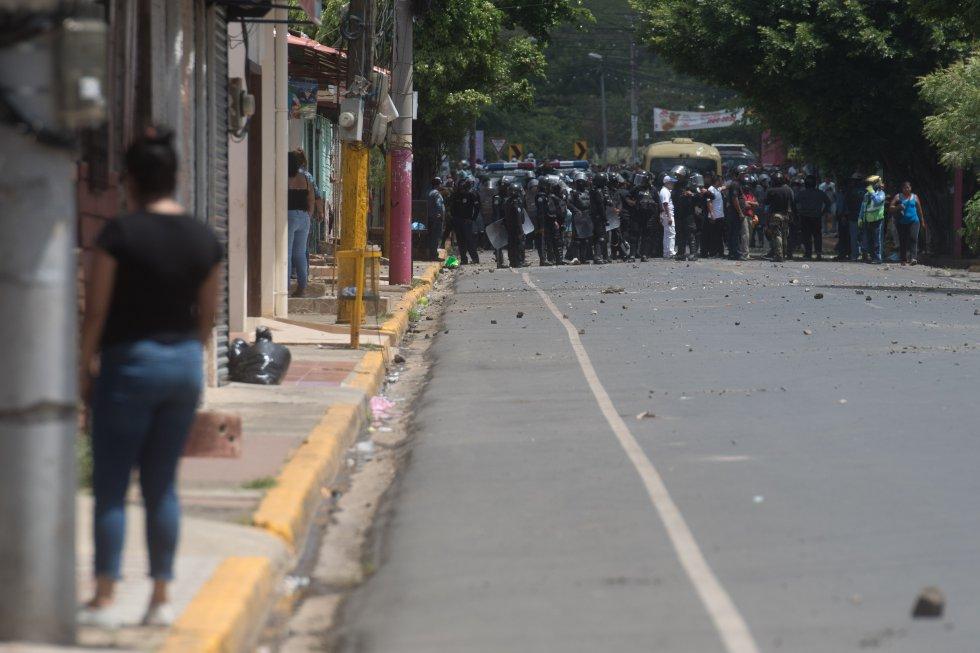 Un grupo de policías durante las protestas en la ciudad de Masaya.