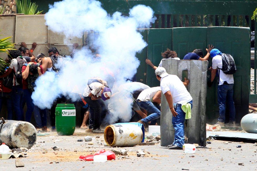 Estudiantes de la Universidad Agraria (UNA) protestan contra las reformas que el Gobierno quiere implementar en los planes de pensiones de la Seguridad Social de Nicaragua, el 19 de abril de 2018.