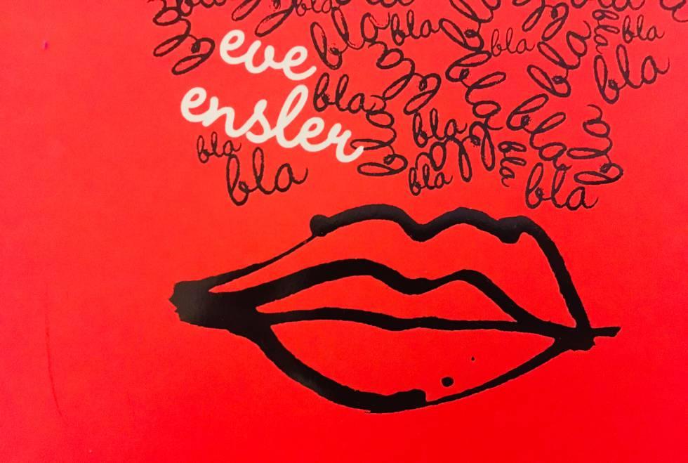 Se han dicho muchas cosas de los  Monólogos de la vagina  de Eve Ensler: que es una biblia para las mujeres del siglo XXI, que quien lo abre ya no puede volver a pensar igual respecto al sexo, el cuerpo femenino o la mujer en sí misma. La obra ha sido traducida a 45 lenguas y ha sido representada teatralmente en 112 países. Ensler (nacida en Nueva York en 1953, dramaturga, activista, feminista e intérprete) hizo más de 200 entrevistas para pergeñar este volumen que debería estar en todas las mesillas de noche -incluso por duplicado si hay dos mesillas de noche- porque, al final, la autora no habla más que de la vida, la de verdad, la que durante mucho tiempo se ocultó pudorosa. Ella la liberó.