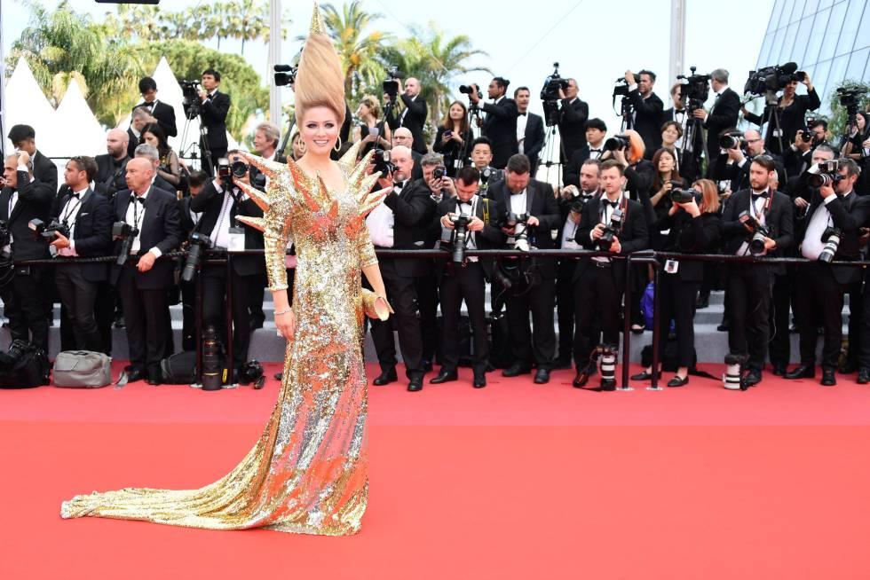 La actriz rusa Elena Lenina asiste a la proyección de la película 'Todos Lo Saben' en la primera jornada del Festival de Cannes, el 8 de mayo de 2018.