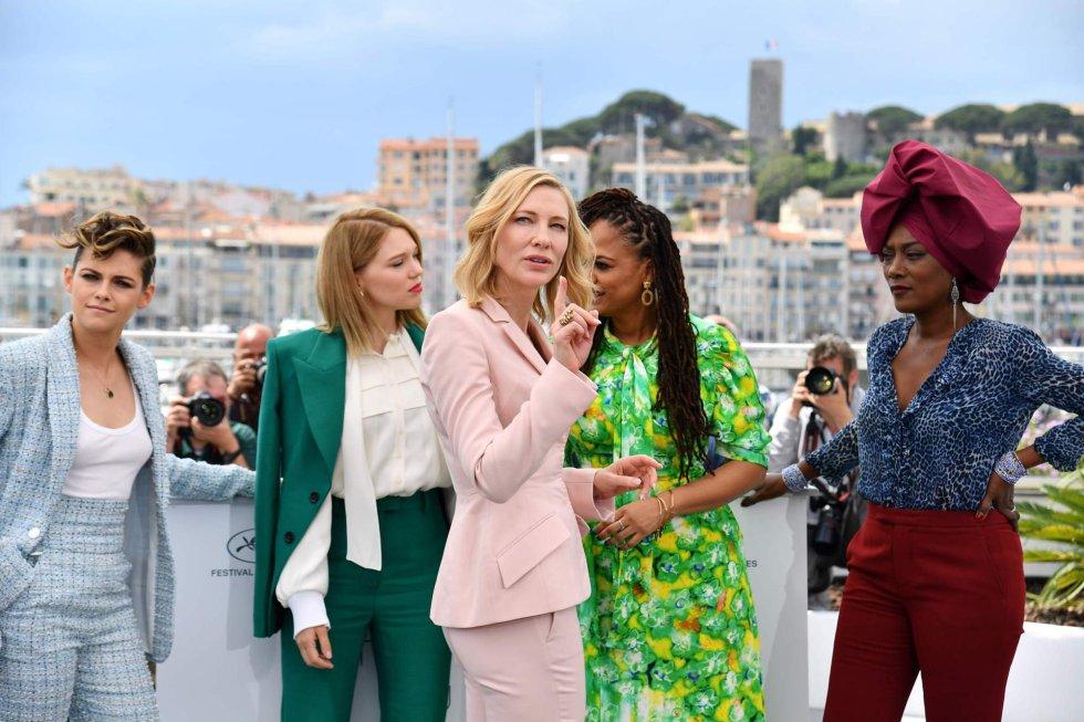Las integrantes del jurado, de derecha a izquierda, la compositora de Burundi, Khadja Nin; la guionista y productora estadounidense Ava DuVernay; la actriz australiana Cate Blanchett, la actriz francesa Léa Seydoux y la actriz estadounidense, Kristen Stewart.