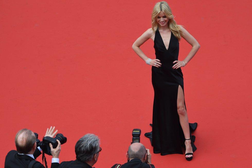La modelo británica Georgia May Jagger llega a la alfombra roja antes del pase de la película 'Todos lo saben', el 8 de mayo de 2018.