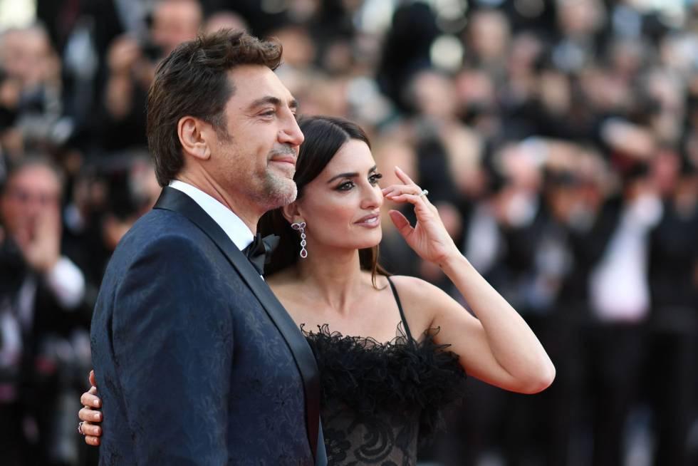 Los actores españoles Javier Bardem y Penelope Cruz posan para los medios gráficos.
