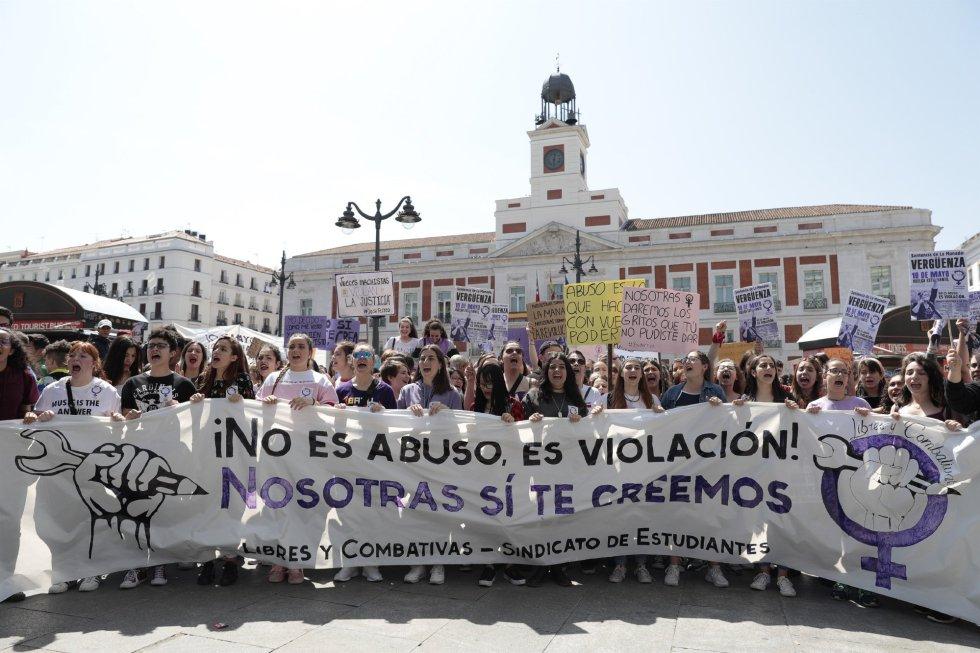 Resultado de imagen de manifestacion estudiantes la manada