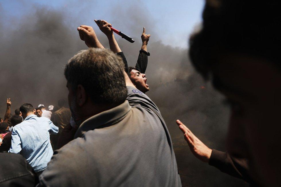 Palestinos protestan en la franja de Gaza, el 14 de mayo de 2018.