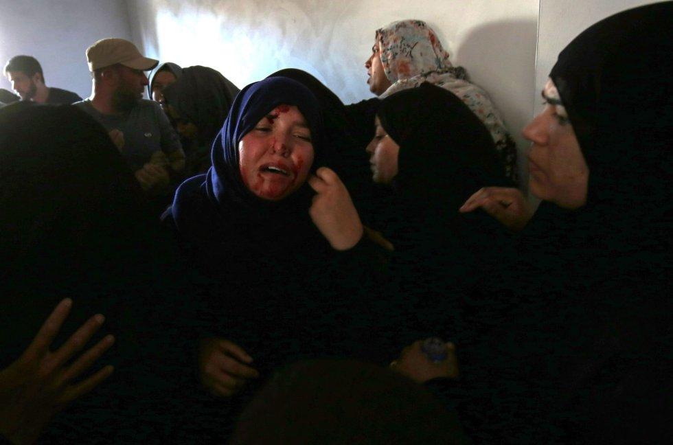 Le hermana de Mahmoud Abu Taima, quién fue asesinada durante las protestas en la frontera con Israel, el 14 de mayo de 2018.