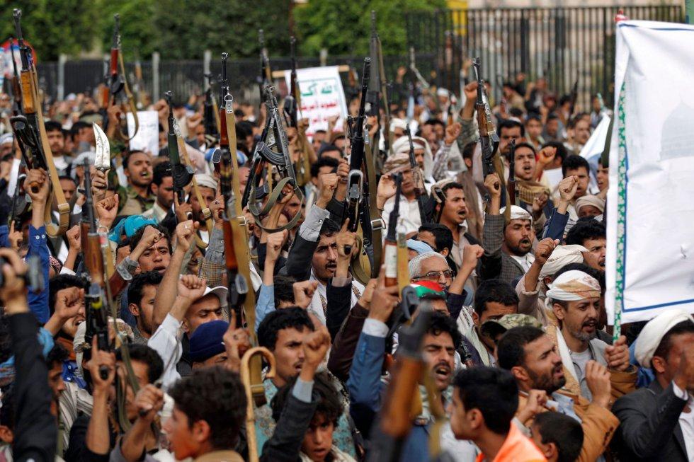 Yemenís hutíes participan en una protesta contra la decisión de EE.UU de mover su embajada de Tel Aviv a Jerusalén, el 15 de mayo de 2018, en Sanaa.