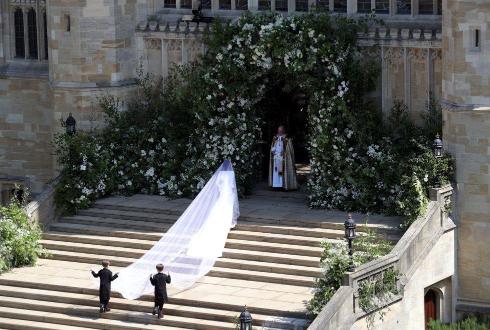 La llegada en solitario de la novia Meghan Markle al altar.