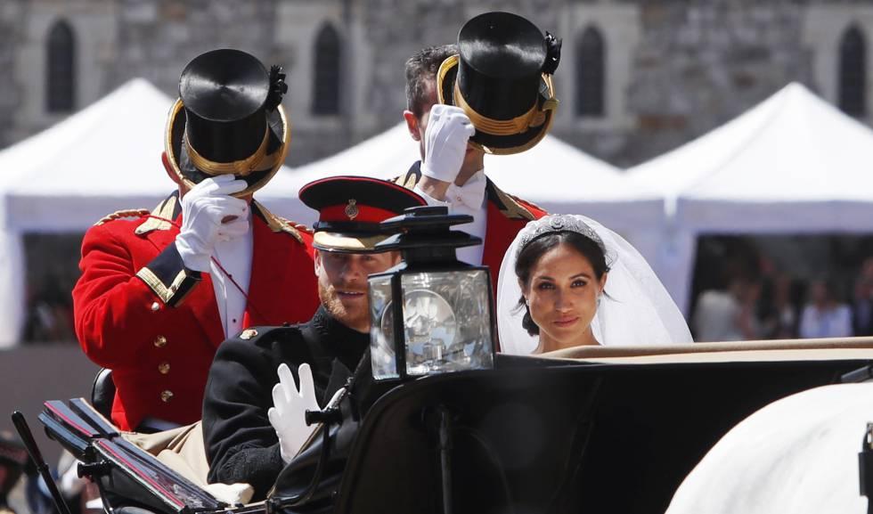 Los duques de Sussex pasean por Windsor después de la ceremonia.