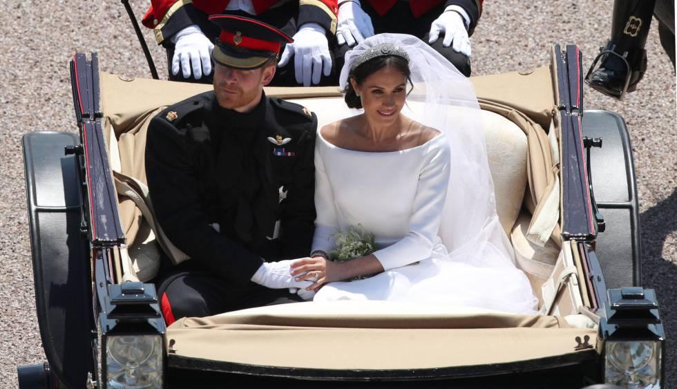 Los duques de Sussex pasean por Windsor después de la ceremonia religiosa.