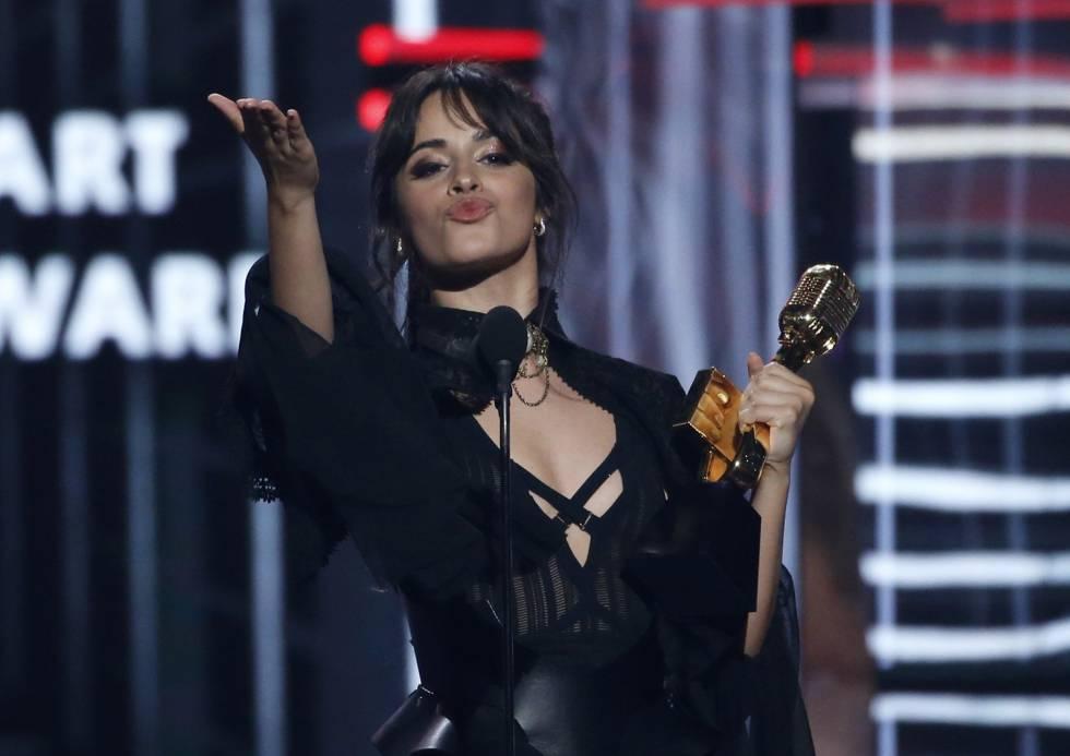 Camila Cabello, ganadora del premio Billboard Chart Achievement Award.