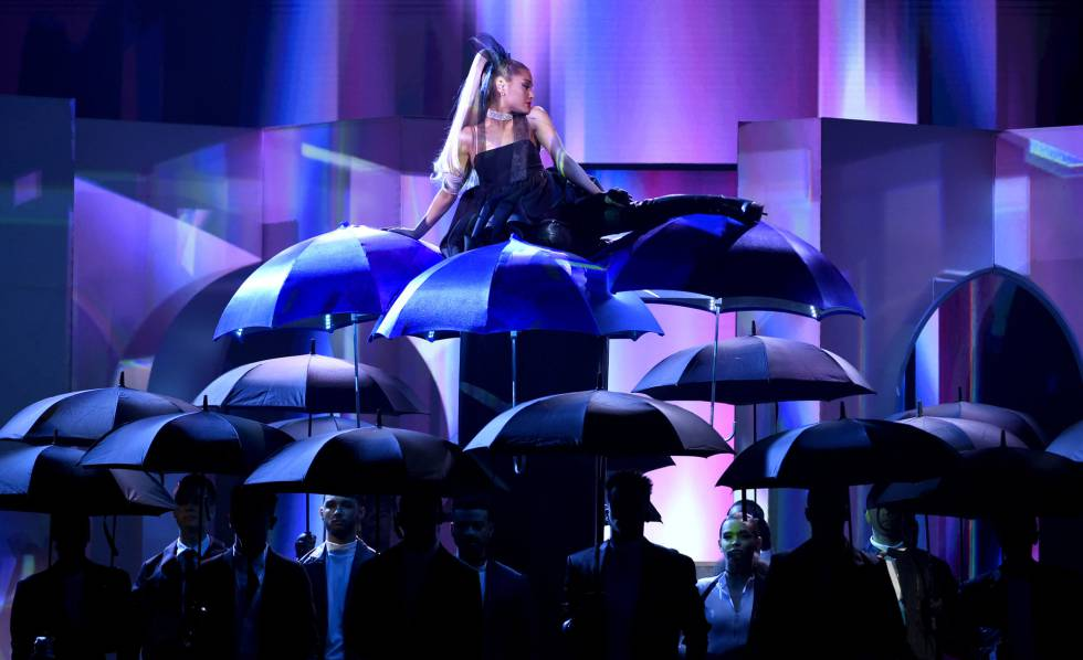 Ariana Grande durante su actuación 'No Tears Left To Cry'.